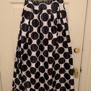 Dresses & Skirts - Polka Dot Maxi skirt with pockets!